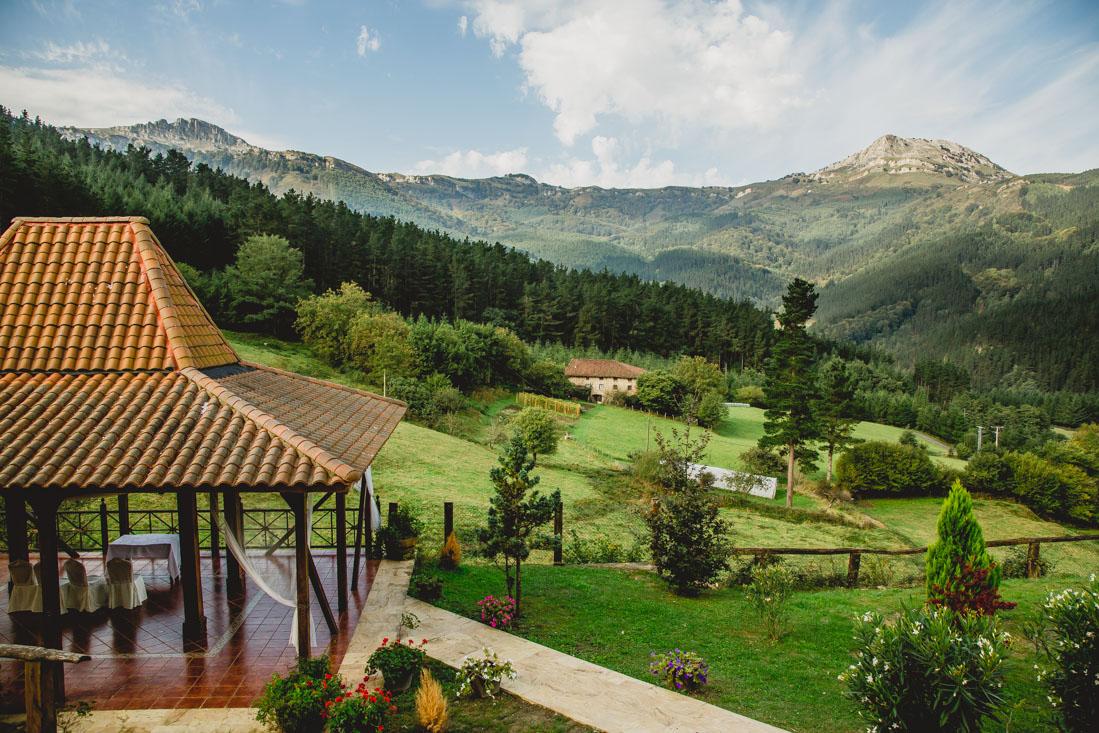 GOrbea boda al aire libre Hotel Rural Etxegana Zeanuri Bizkaia Bilbao Barazar boda gabifg